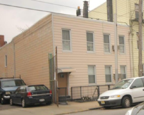 LONG ISLAND CITY, NY 11 Rooms 2 Families, Colonial (6 bed. 2 bath.)