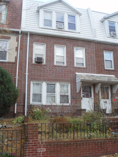ASTORIA, NY 10 Rooms 2 Families, Colonial (4 bed. 3 bath.)