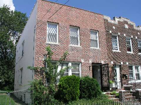 JAMAICA, NY 10 Rooms 2 Families, Townhouse (5 bed. 3 bath.)