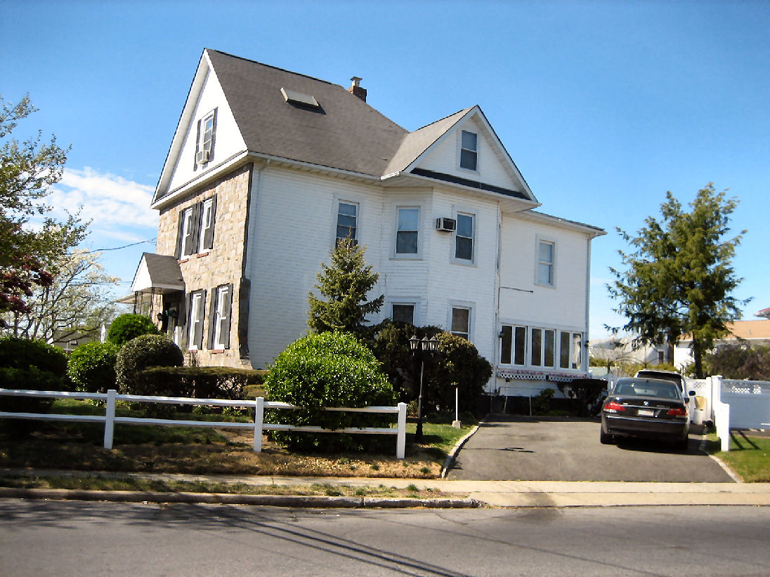 Malverne, NY 19 Rooms 2 Families, Victorian (5 bed. 4 bath.)
