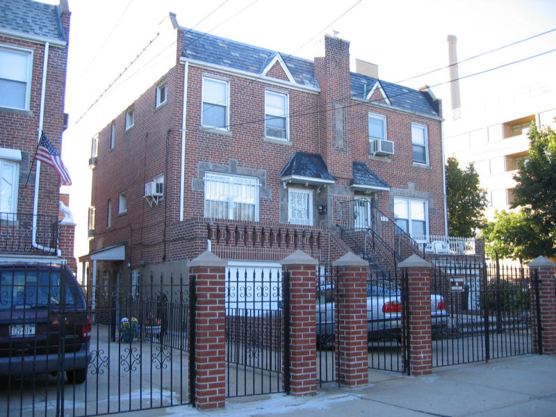 ASTORIA, NY 12 Rooms 2 Families, Contemporary (4 bed. 3 bath.)