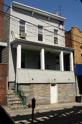 ASTORIA, NY 12 Rooms 2 Families, Colonial (4 bed. 1 bath.)