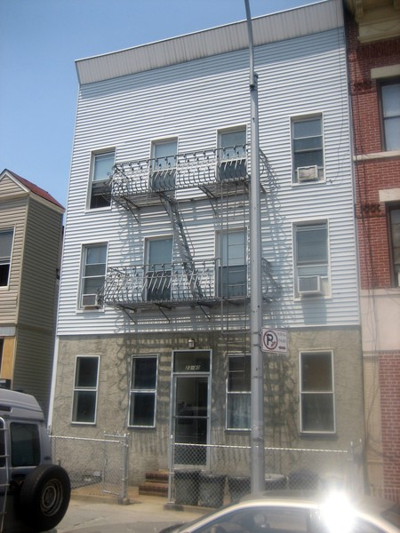 ASTORIA, NY 18 Rooms 6 fam, Colonial (6 bed. 6 bath.)