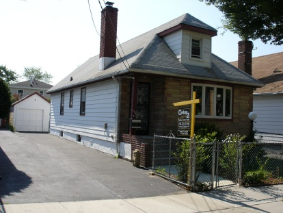 Springfield Gardens, NY 7 Rooms 1 Family, Townhouse (2 bed. 2 bath.)
