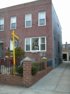 ASTORIA, NY 11 Rooms 2 Families, Townhouse (5 bed. 3 bath.)