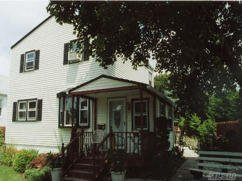 Bayville, NY 7 Rooms 1 Family, Colonial (3 bed. 2 bath.)