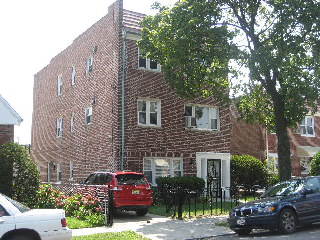 ASTORIA, NY 20 Rooms 2 Families, Colonial (8 bed. 4 bath.)